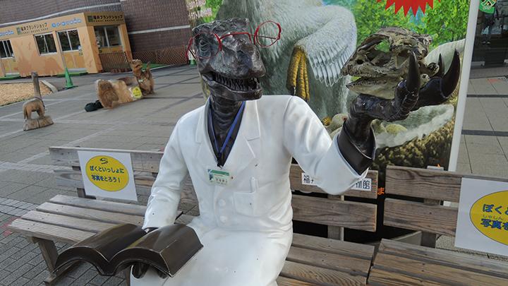 恐竜博物館の恐竜博士